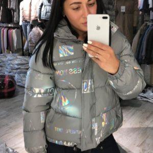 Заказать женскую короткую светоотражающую куртку серого цвета в Украине