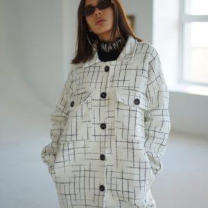 Приобрести женское шерстяное пальто оверсайз на пуговицах (размер 42-52) белого цвета выгодно