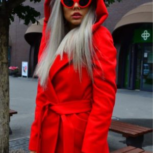 Заказать женское кашемировое пальто с капюшоном и поясом красного цвета недорого
