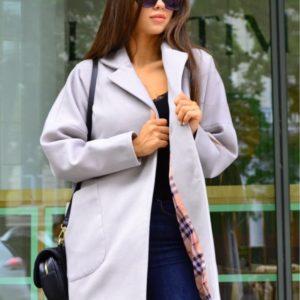 Купить серое кашемировое укороченное пальто на кнопках с карманами недорого