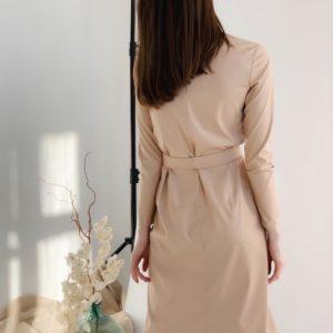 Приобрести женское платье с длинным рукавом из эко кожи (размер 42-48) бежевого цвета на осень по скидке