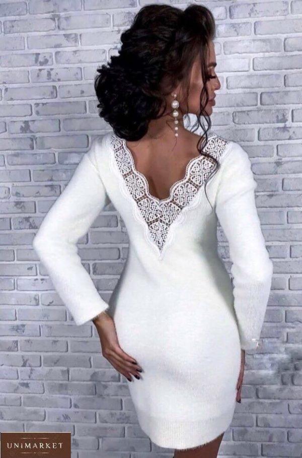 Заказать белое женское теплое платье из ангоры с открытой спиной с кружевом на осень по скидке