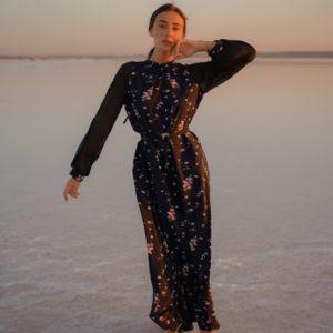 Купить черное для женщин закрытое платье макси с цветочным принтом (размер 42-52) онлайн