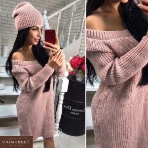 Купить женское платье-тунику с открытыми плечами+шапка цвета пудра по скидке