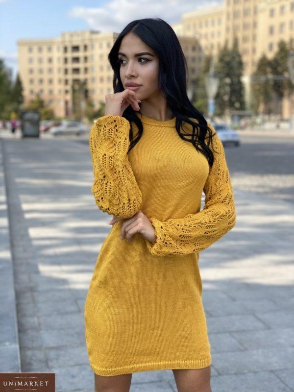 Заказать горчичное платье мелкой машинной вязки с ажурными рукавами для женщин недорого