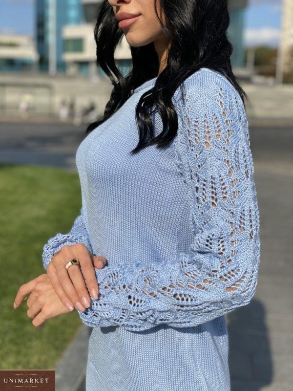 Купить женское платье мелкой машинной вязки с ажурными рукавами голубого цвета в Украине