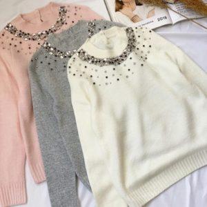 Купить белый, серый, пудра свитер из ангоры с камнями по скидке для женщин