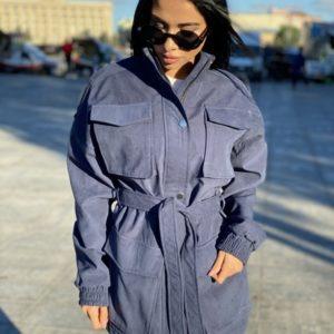 Придбати синій жіночий тренч на підкладці з накладними кишенями і поясом вигідно