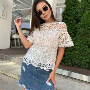 Замовити жіночу блузу білого кольору з набивного мережива з коротким рукавом онлайн