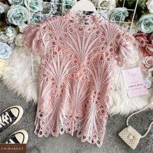 Придбати жіночу ніжну блузу під шию кольору пудра з набивного мережива недорого