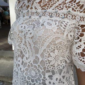 Купити жіночу блузу з набивного мережива з коротким рукавом за низькими цінами білого кольору