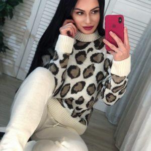 Заказать женский молочный прогулочный вязаный костюм с леопардовым принтом по скидке
