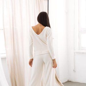 Приобрести белый для женщин прогулочный костюм (размер 42-52) из ангоры с широкими штанами выгодно