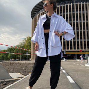 Купить черно-белого цвета женский костюм: джогеры+кофта с карманами свободного кроя на осень по низким ценам