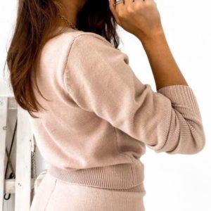 Приобрести пудра женский вязаный костюм: джемпер+зауженные штаны на осень выгодно