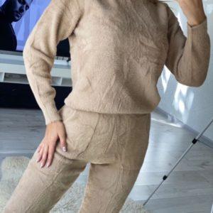 Приобрести беж прогулочный костюм из мягкого материала травка для женщин по скидке