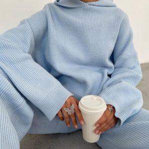 Купить женский уютный костюм: худи + брюки голубого цвета по низким ценам