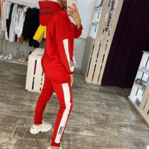 Купить красный спортивный костюм с двойным принтованным капюшоном (размер 42-48) выгодно для женщин на осень