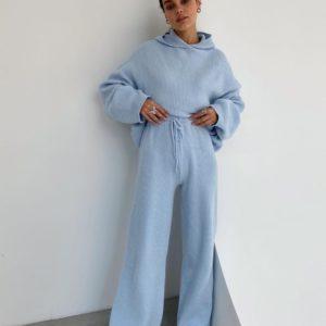 Заказать голубого цвета женский уютный костюм: худи + брюки дешево