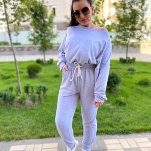 Купить серый спортивный костюм со свитшотом со спущенной линией плеча (размер 42-56) по скидке для женщин