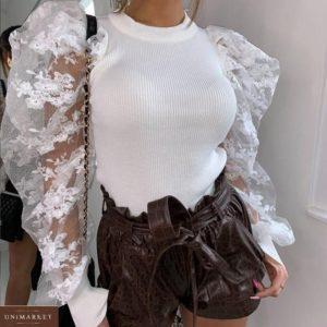 Заказать белую трикотажную кофту с объемными гипюровыми рукавами для женщин по скидке