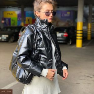 Купить черную короткую куртку дутик из эко-кожи недорого на змейке для женщин