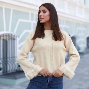 Заказать свитер женский оверсайз молочный с расклешенными рукавами онлайн