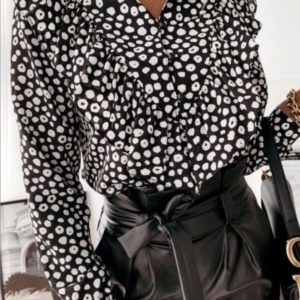 Замовити чорну прінтовану блузу для жінок з рюшами недорого