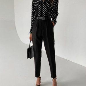 Купить черные зауженные брюки со стрелкой для женщин по скидке