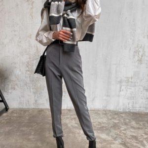 Заказать серые женские зауженные брюки со стрелкой онлайн