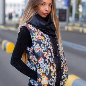 Замовити чорну з квітами жилетку з плащової тканини з подвійним коміром (розмір 42-54) по знижці для жінок