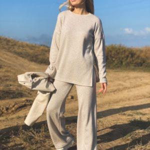 Приобрести бежевый женский прогулочный костюм с добавлением люрекса онлайн