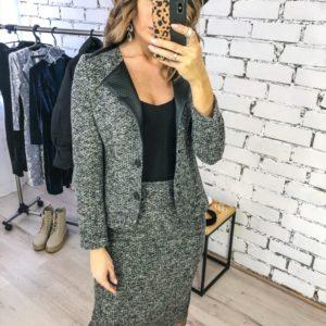 Заказать женский костюм серого цвета букле: пиджак + юбка (размер 42-48) онлайн