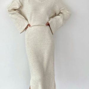 Заказать женский вязаный беж костюм с юбкой и оверсайз свитером онлайн