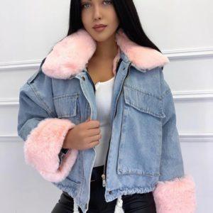 Придбати джинсову рожеву куртку з хутром для жінок по знижці