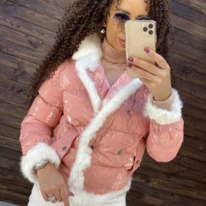 Заказать цвета пудра женскую глянцевую куртку с отделкой из натурального меха кролика недорого