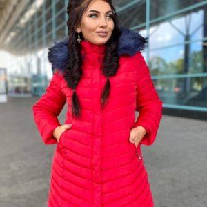 Купить красную куртку из водонепроницаемой плащевки с капюшоном (размер 42-52) для женщин выгодно