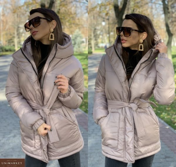 Заказать женскую бежевую зимнюю куртку с капюшоном и накладными карманами онлайн