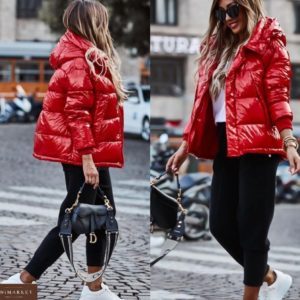 Заказать красную женскую глянцевую куртку с капюшоном (размер 42-52) онлайн
