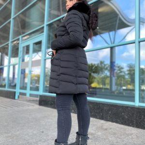 Замовити чорну жіночу куртку на холлофайбері з хутром (розмір 46-48) недорого