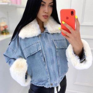 Замовити білу жіночу джинсову куртку з хутром дешево
