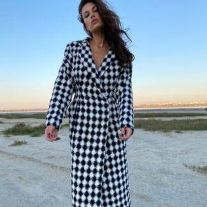 Замовити чорно-біле жіноче пальто в стилі Balenciaga недорого