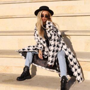 Приобрести женское шерстяное пальто с крупным принтом (размер 42-52) дешево белое
