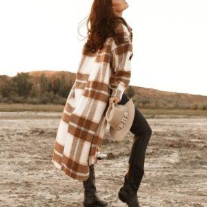 Приобрести бежевое пальто в клетку свободного кроя недорого для женщин