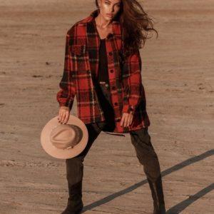 Купить красное женское пальто oversize в виде рубашки в клетку недорого