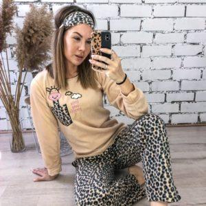 Замовити бежеву теплу жіночу піжаму в тигровий принт з жирафом (розмір 42-48) онлайн