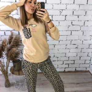 Придбати жіночу по знижці теплу піжаму в тигровий принт з жирафом (розмір 42-48) бежеву