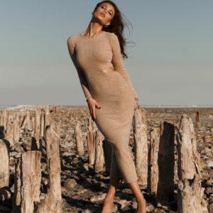 Замовити бежеве силуетне жіноче плаття міді з ангори по знижці