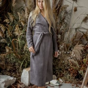 Заказать серого цвета замшевое платье на запах с длинным рукавом недорого для женщин