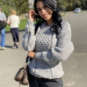 Заказать женский серый свитер с шерстью со спущенной линией плеча (размер 42-48) выгодно